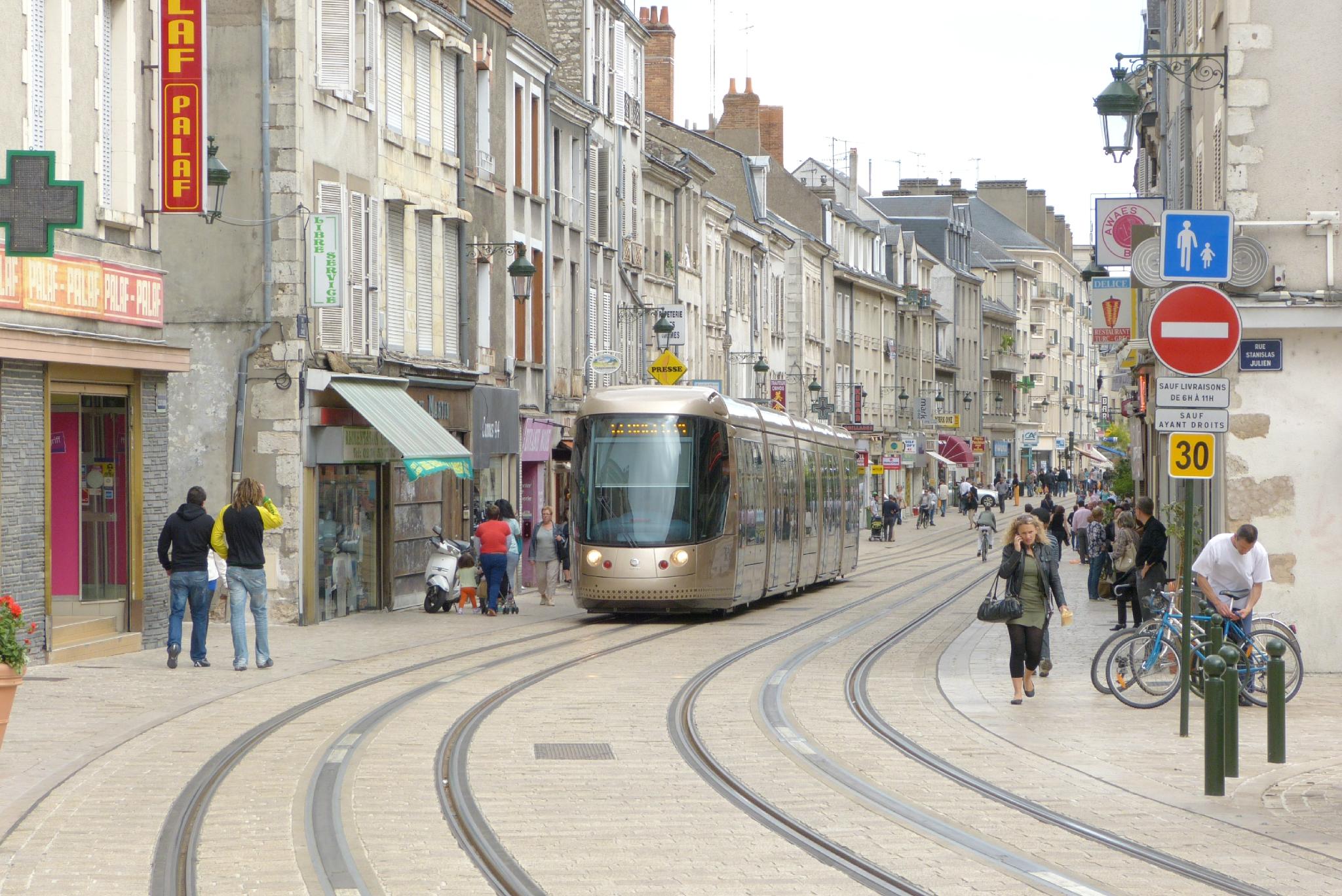 Courtier En Travaux Orléans projet des carmes à orléans : quelles retombées sur le